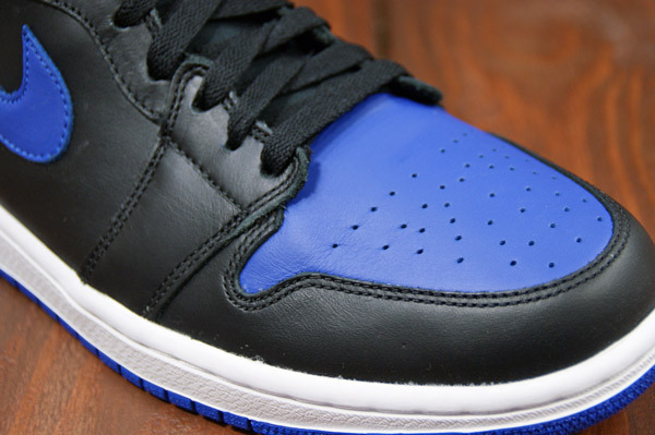 air-jordan-1-black-varsity-royal-new-images-5