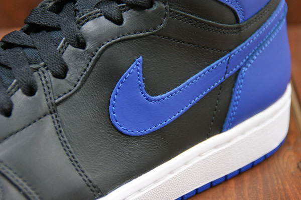 air-jordan-1-black-varsity-royal-new-images-6