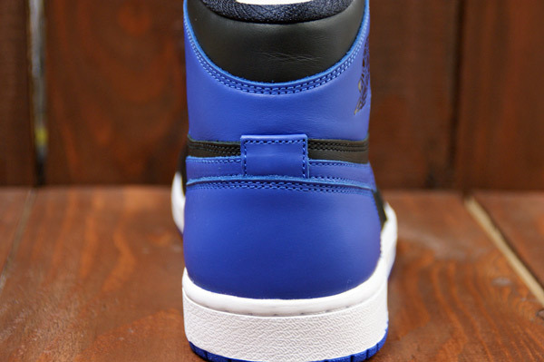 air-jordan-1-black-varsity-royal-new-images-9