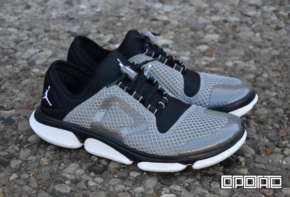 jordan-rcvr-2-metallic-pewter-white-black-1
