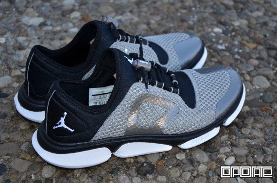 jordan-rcvr-2-metallic-pewter-white-black-2