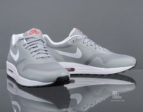 nike-air-max-1-fuse-matte-silver-white-university-red-restock-1