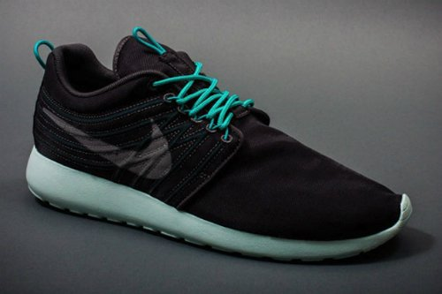 nike-roshe-run-dynamic-flywire