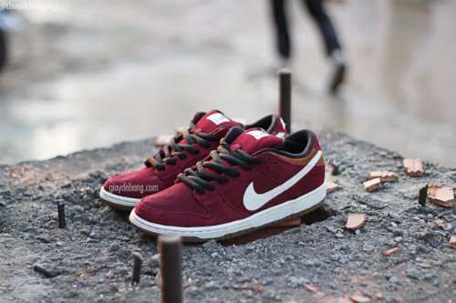 nike dunks cream burgundy
