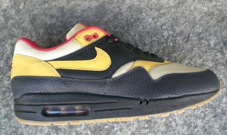 Asesino Limpiar el piso Pies suaves  Nike Tech Pack - Air Max 1 Supreme and Air Safari Supreme | SneakerFiles