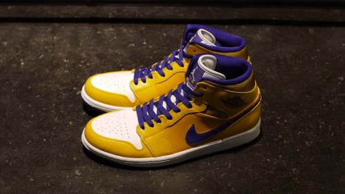 air-jordan-1-mid-lakers-1