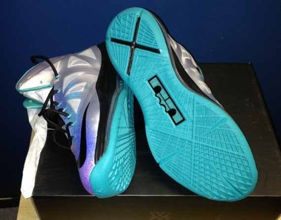 First Look Pure Platinum Nike LeBron X