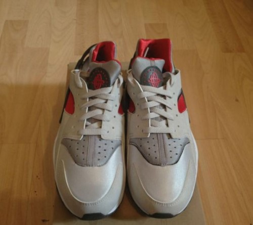 nike-air-huarache-neutral-grey-university-red-white-1
