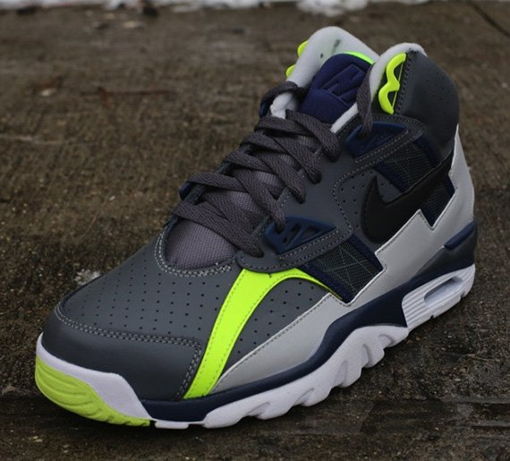 nike-air-trainer-sc-high-dark-grey-black-midnight-navy-neutral-grey-volt-2
