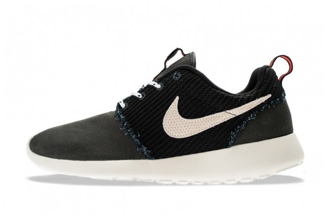 nike-roshe-run-canvas-anthracite-sail-total-crimson-1
