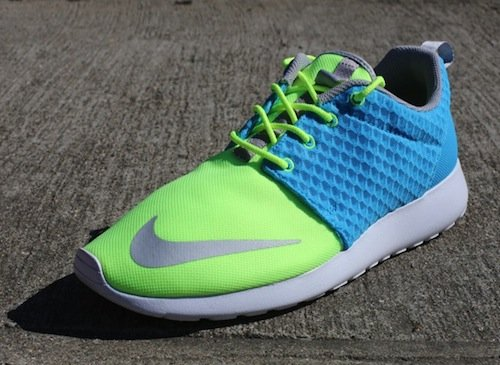 nike-roshe-run-fb-current-blue-chrome-lime-1