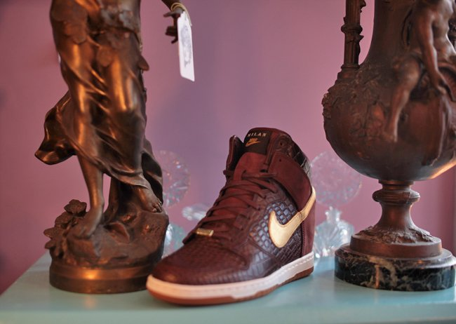 nike-wmns-dunk-sky-high-qs-city-pack-milan-now-available