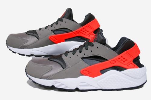 Nike Air Hurache Crimson
