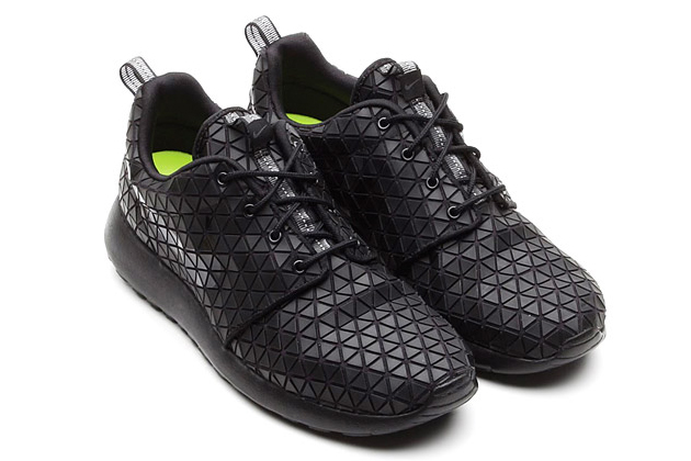 Nike Roshe Run Metric Black