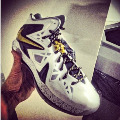 nike-lebron-x-p.s-elite-white-black-metallic-gold-preview