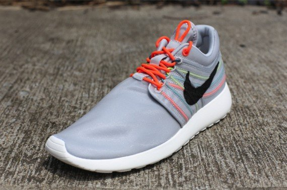 nike-roshe-run-dynamic-flywire-qs-strata-grey-black-total-crimson-cool-grey-2