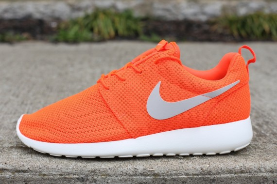 Nike Roshe Run Total Crimson