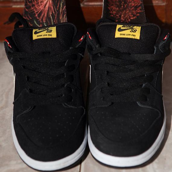 Nike SB Dunk Low Firecracker