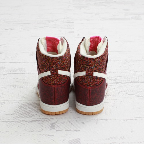 Nike Womens Dunk Sky Hi Liberty