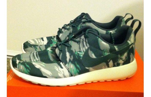 new products 5a373 9ffd1 Nike Roshe Run Green Camo
