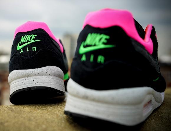 Urban Safari Pack Size Nike Air Max Light Toki 16