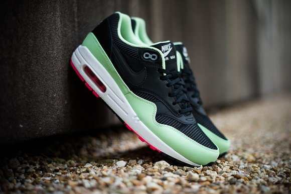 cdb8a11f2636c6 Heads Up  Nike Air Max 1 FB