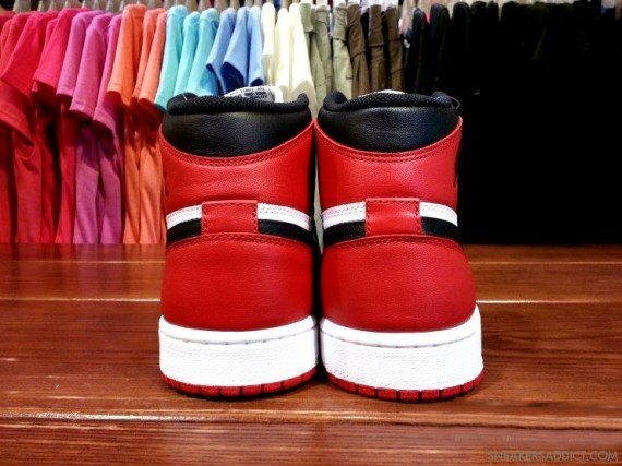 Detailed Images Black Toe Air Jordan 1
