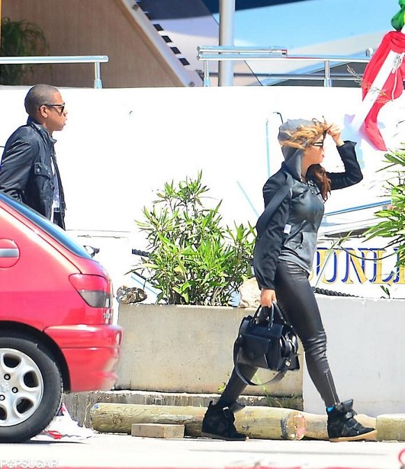 Jay Z Rocks The Air Jordan VIII 8 Retro Bugs Bunny In France