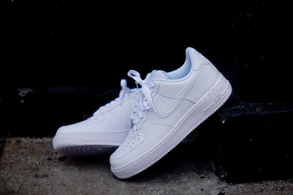 nike-air-force-1-low-white-microperf-5