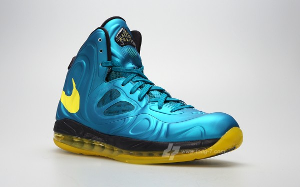 nike-air-max-hyperposite-tropical-blue-sonic-yellow-3