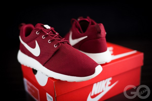 nike-roshe-run-team-red-2