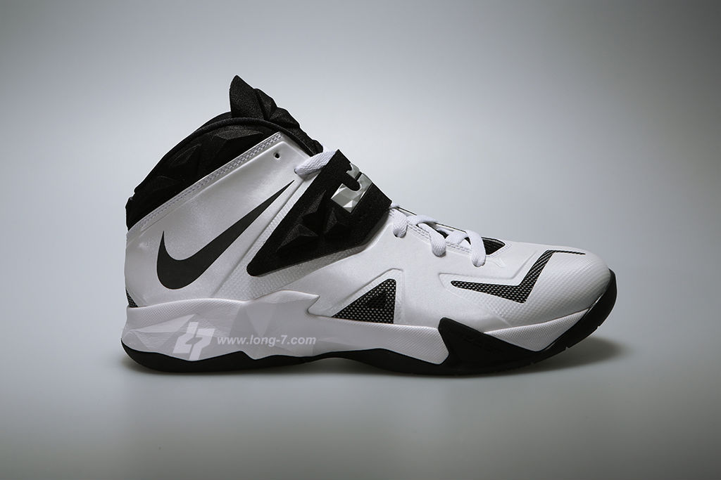 nike-zoom-soldier-white-black-metallic-silver-1