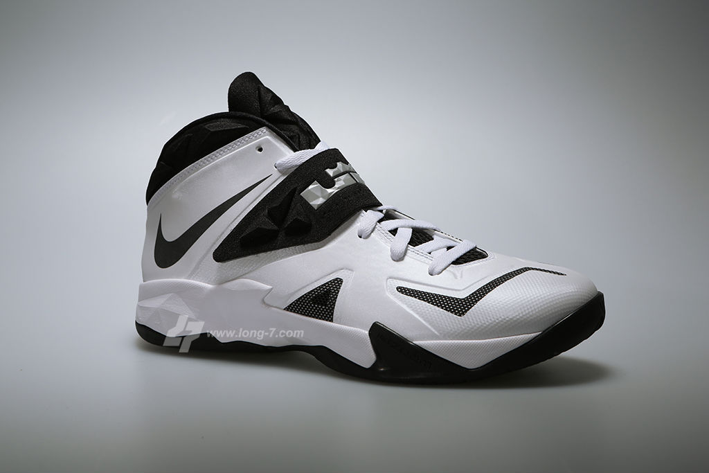 nike-zoom-soldier-white-black-metallic-silver-2