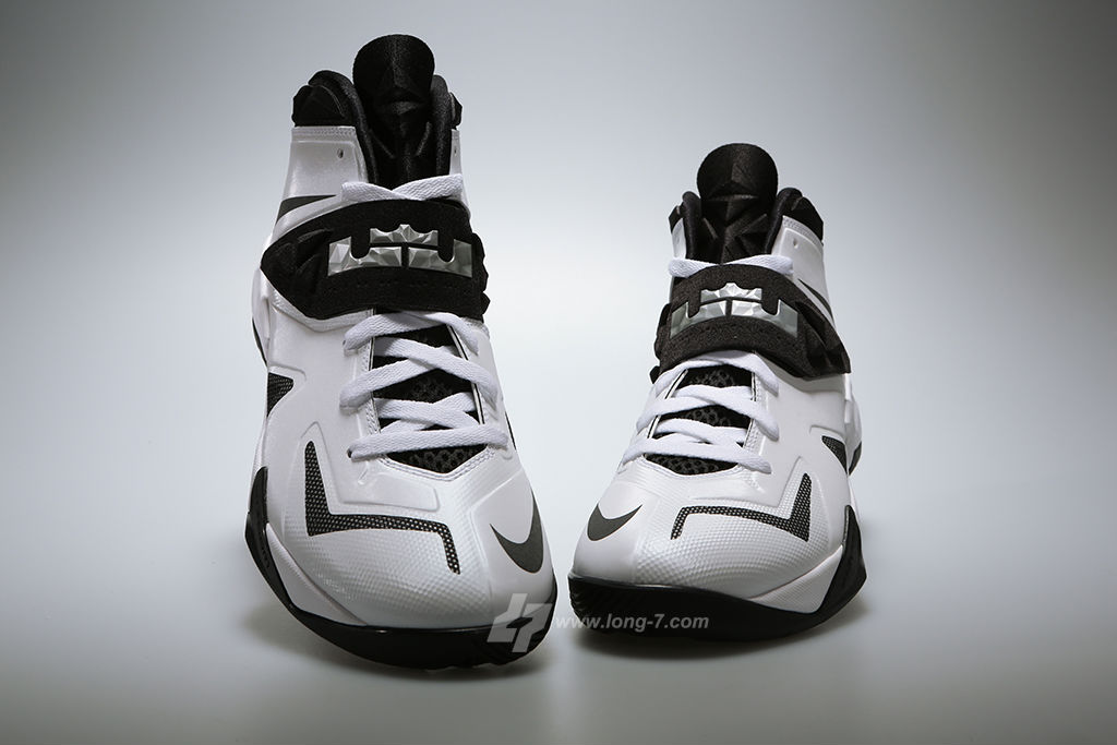 nike-zoom-soldier-white-black-metallic-silver-3