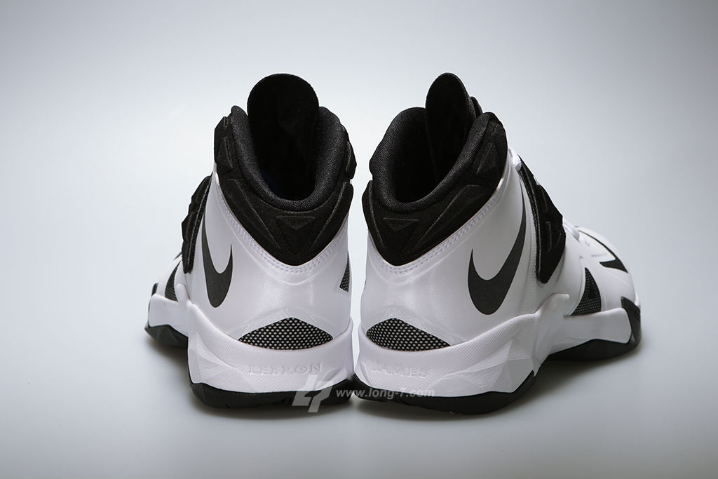 nike-zoom-soldier-white-black-metallic-silver-4