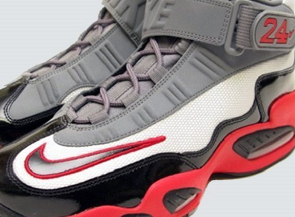 reputable site d333a 3630d Release Reminder Nike Air Griffey Max 1 Platinum Black Grey Pimento
