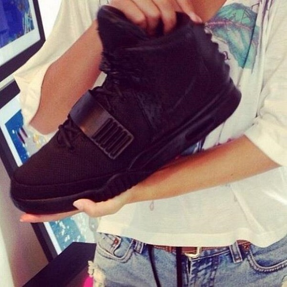 Teaser Nike Air Yeezy 2 Blackout Sample