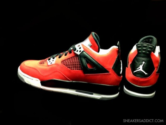 Toro Bravo Air Jordan IV GS
