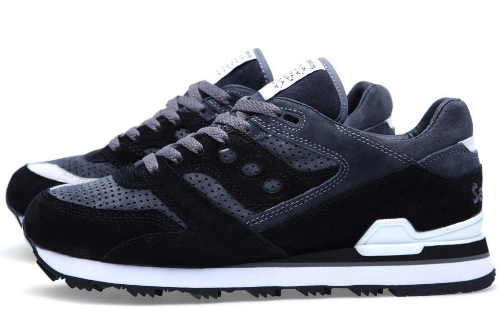 white-moutaineering-saucony-courageous-black-charcoal-1