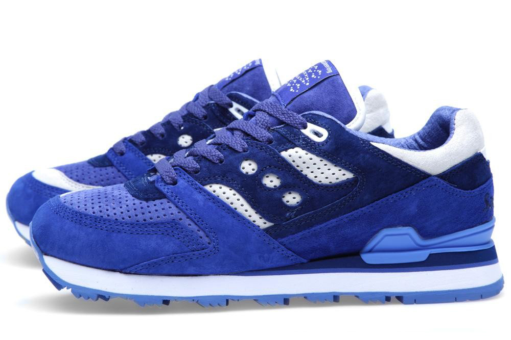 white-moutaineering-saucony-courageous-navy-white-1