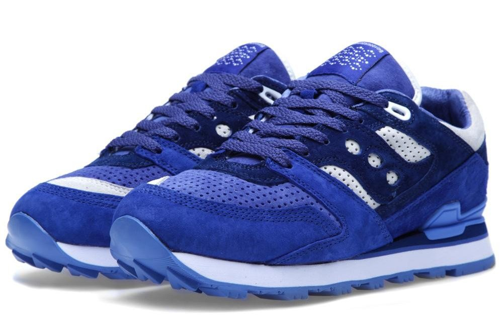 white-moutaineering-saucony-courageous-navy-white-2