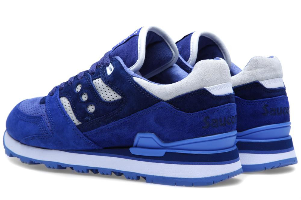 white-moutaineering-saucony-courageous-navy-white-3