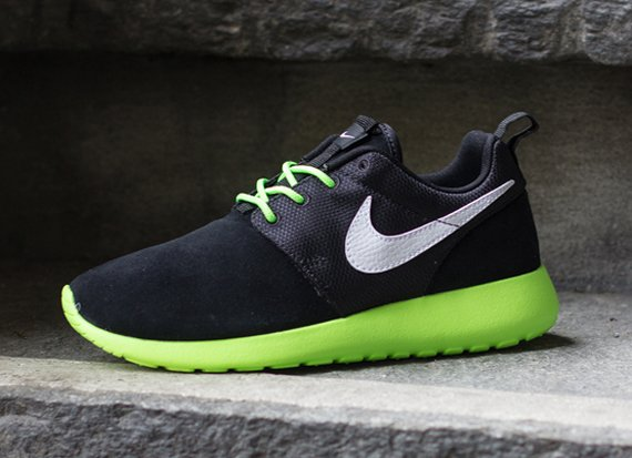 Available for Pre Order Nike Roshe Run GS