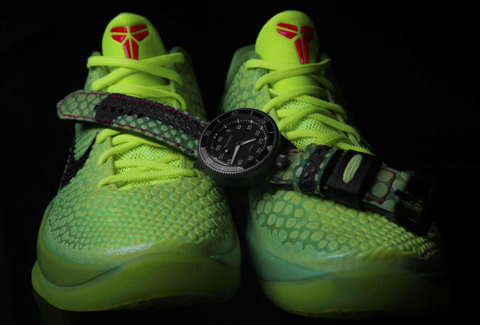 custom-sneaker-watch-inspired-by-nike-kobe-vi-6-grinch-1