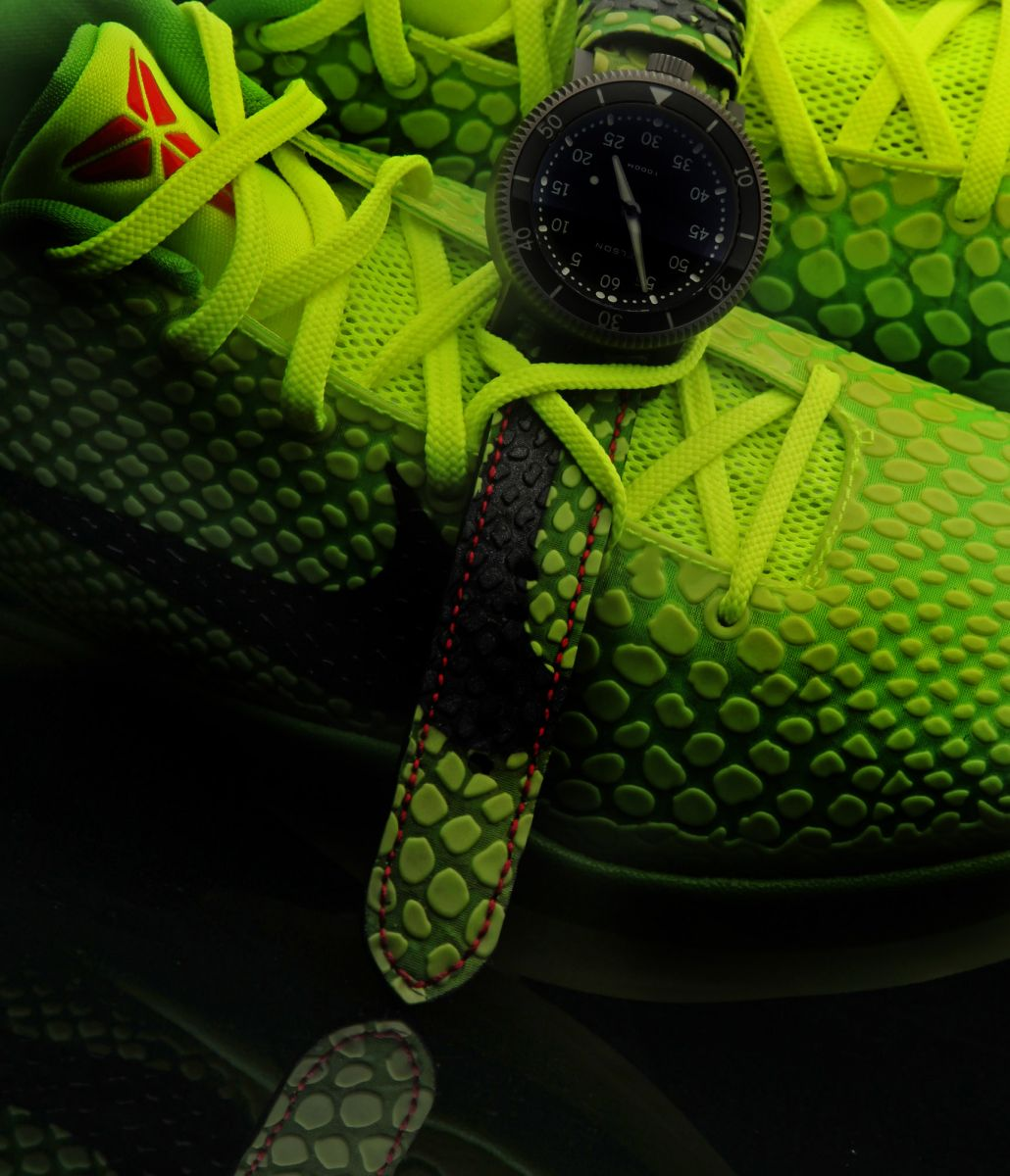 custom-sneaker-watch-inspired-by-nike-kobe-vi-6-grinch-2