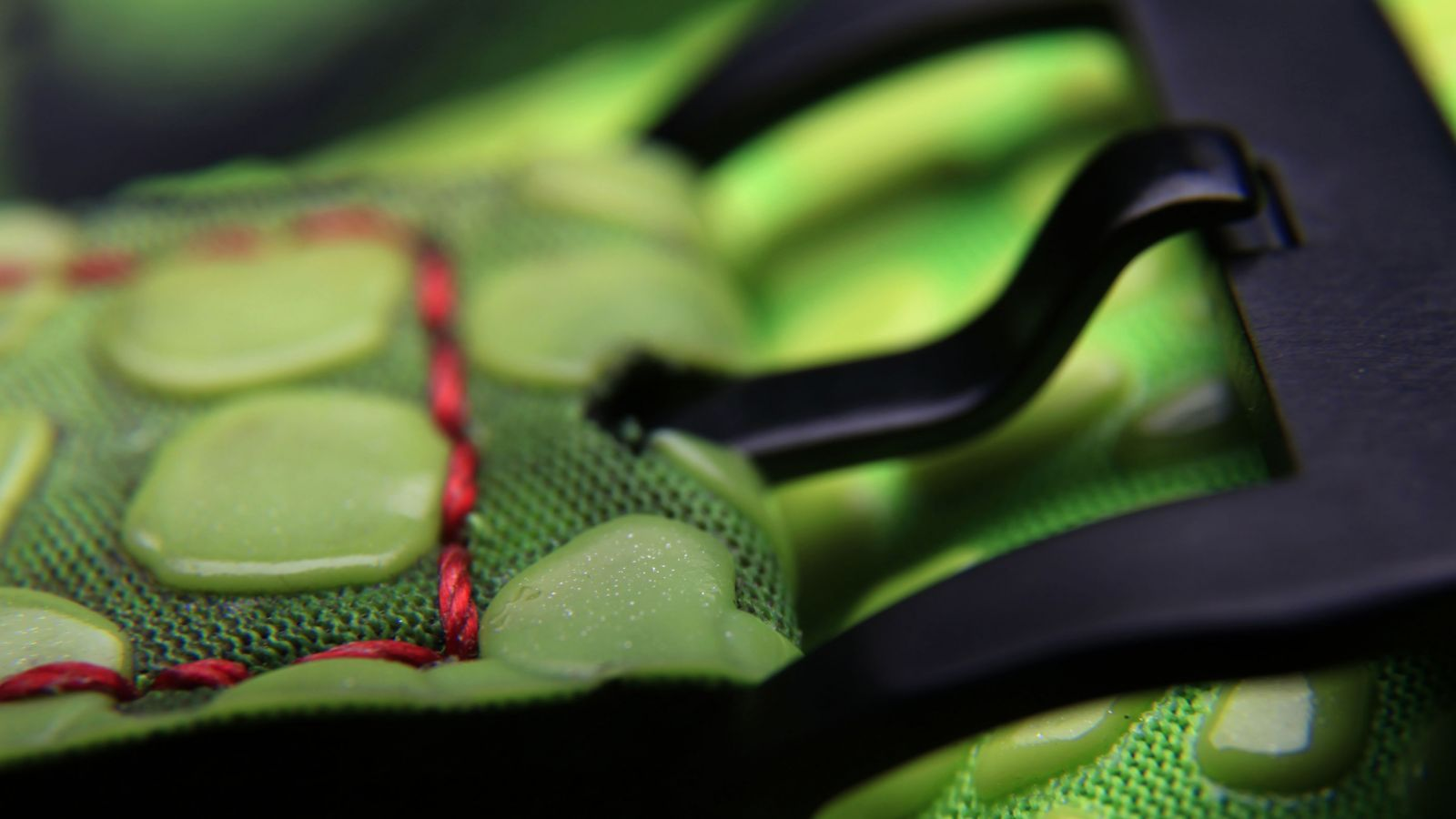custom-sneaker-watch-inspired-by-nike-kobe-vi-6-grinch-4