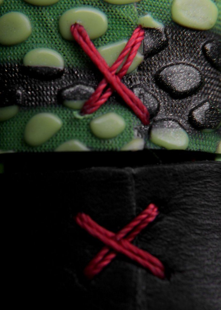 custom-sneaker-watch-inspired-by-nike-kobe-vi-6-grinch-6