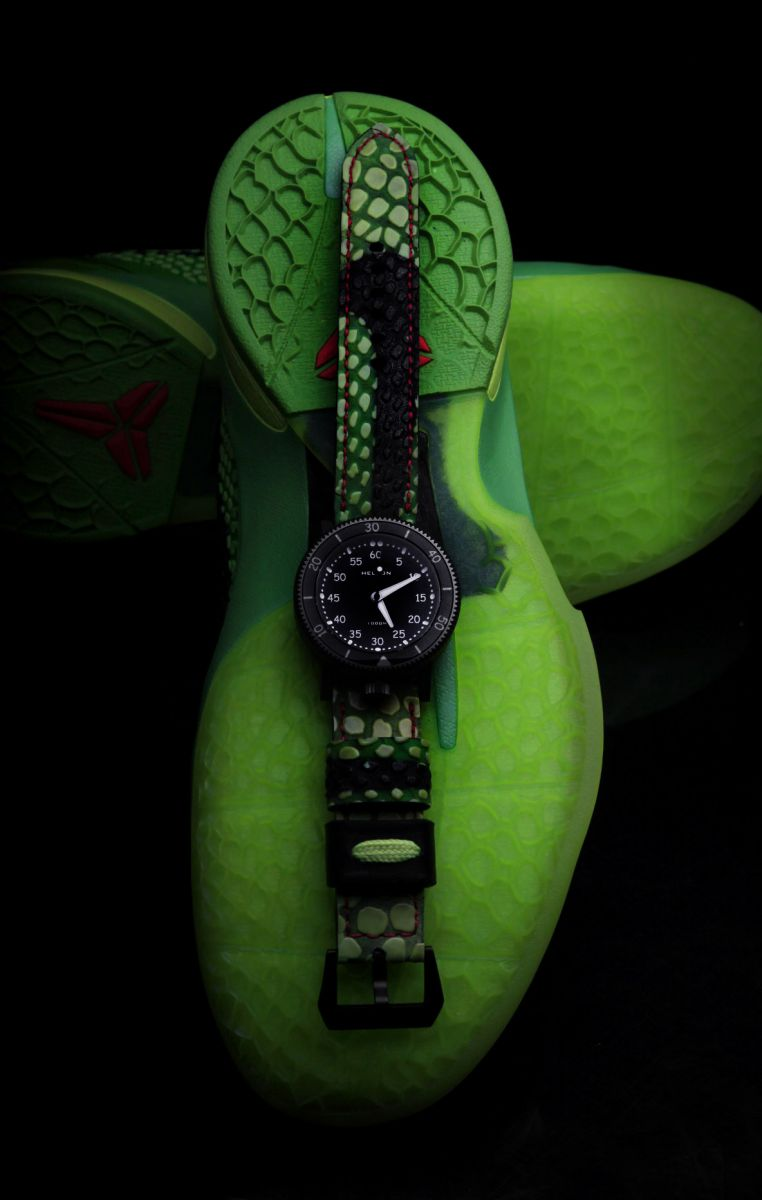 custom-sneaker-watch-inspired-by-nike-kobe-vi-6-grinch-7