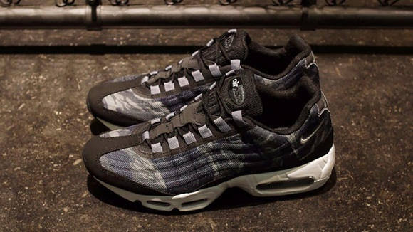 Detailed Look: Nike Air Max '95 Premium Tape