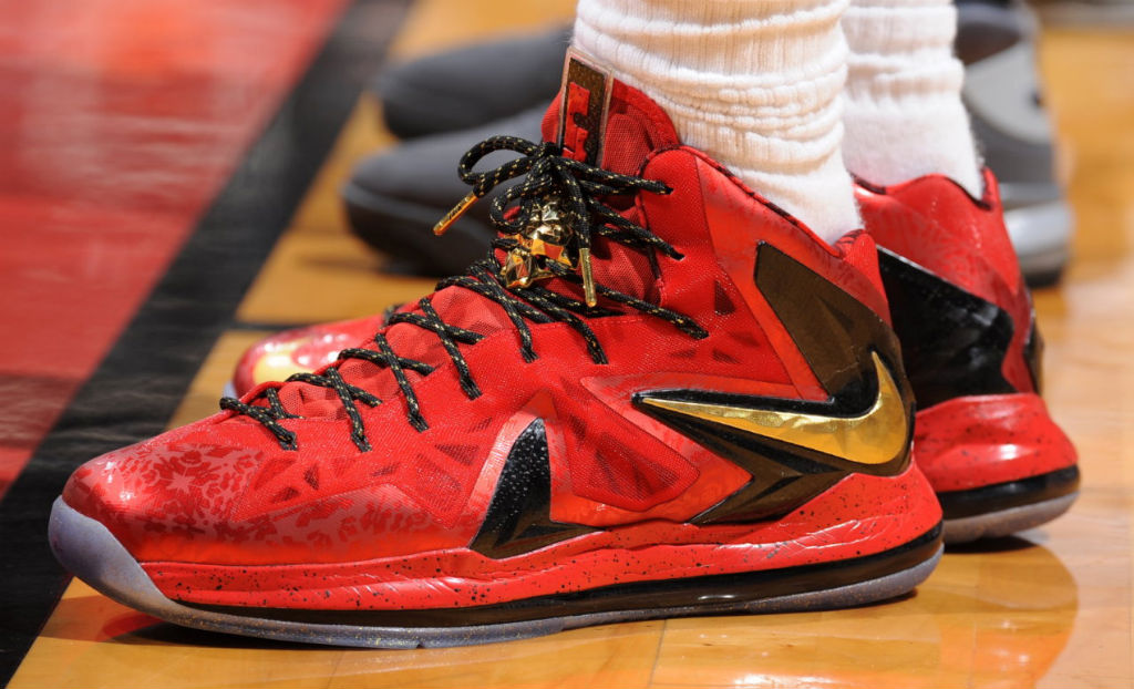 LeBron James Breaks Necks in New Nike LeBron X P.S. Elite PE ... 464bb4033307